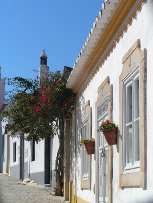 Tavira houses, walking up to the castle