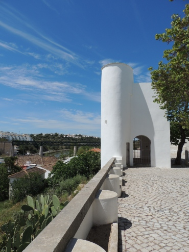 Ponte da Santa Maria (viaduct) in distance