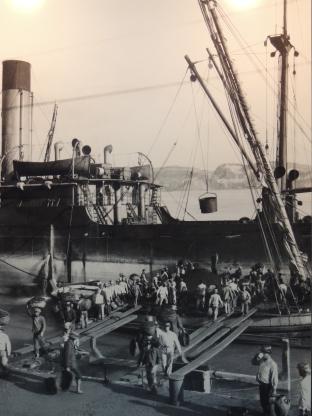 The Alcochetanos bringing in the coal