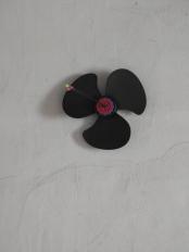 Propeller or an arrow in a flower?