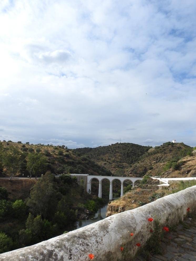 Stunning bridge over the ribeira