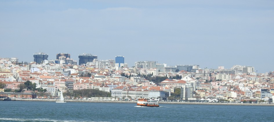 Boats everywhere on the Tagus