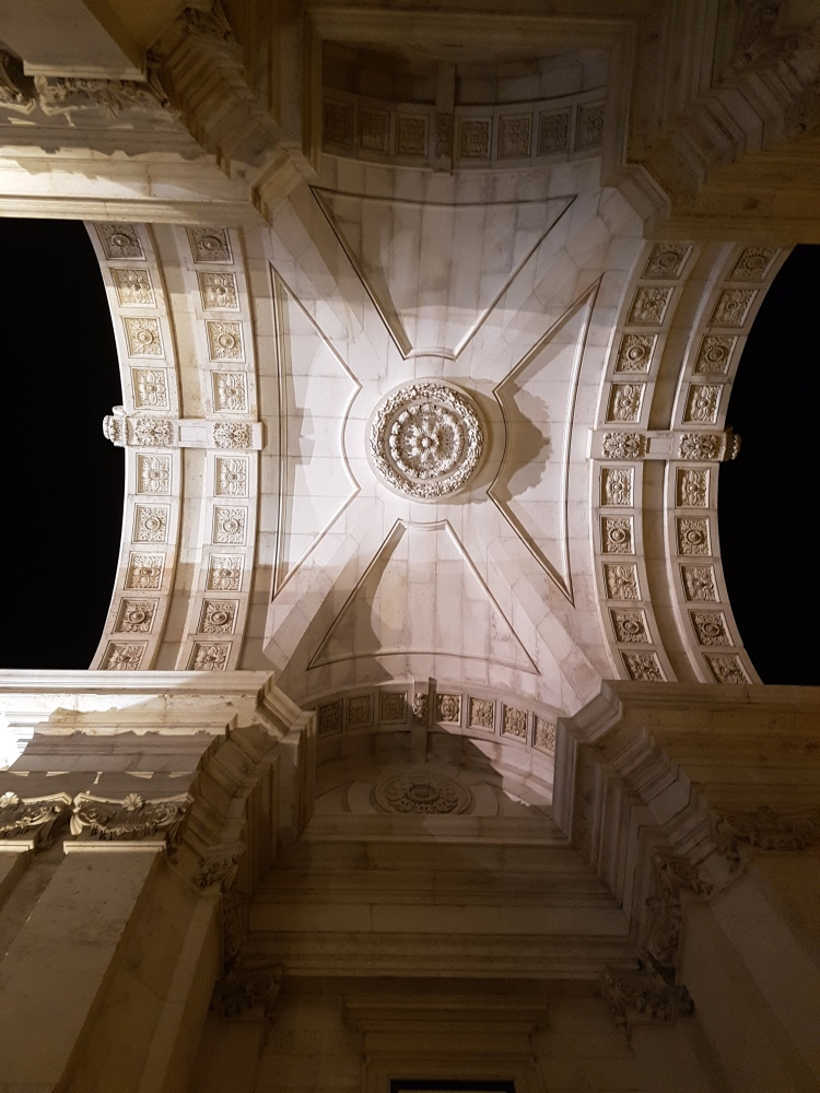 Underneath Arco da Rua Augustas