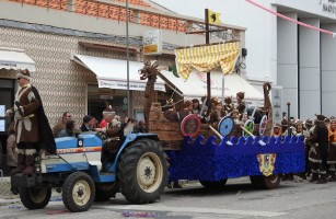 The parade began with the vikings