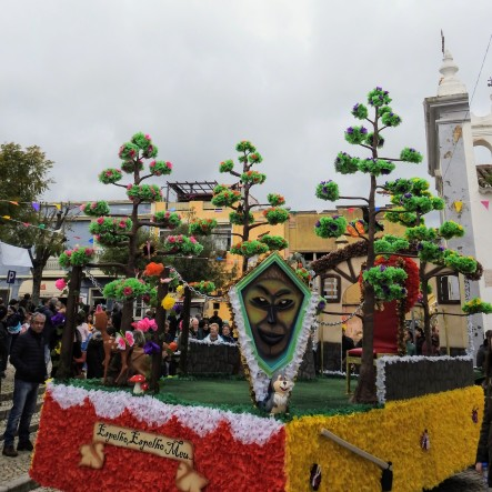 Float awaiting its revellers!